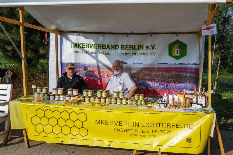 Imkerverein Berlin-Lichterfelde auf dem Berliner Staudenmarkt