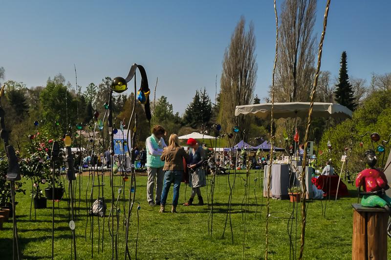 Die Kunst des Schmiedens - Kiki Sting auf dem Berliner Staudenmarkt