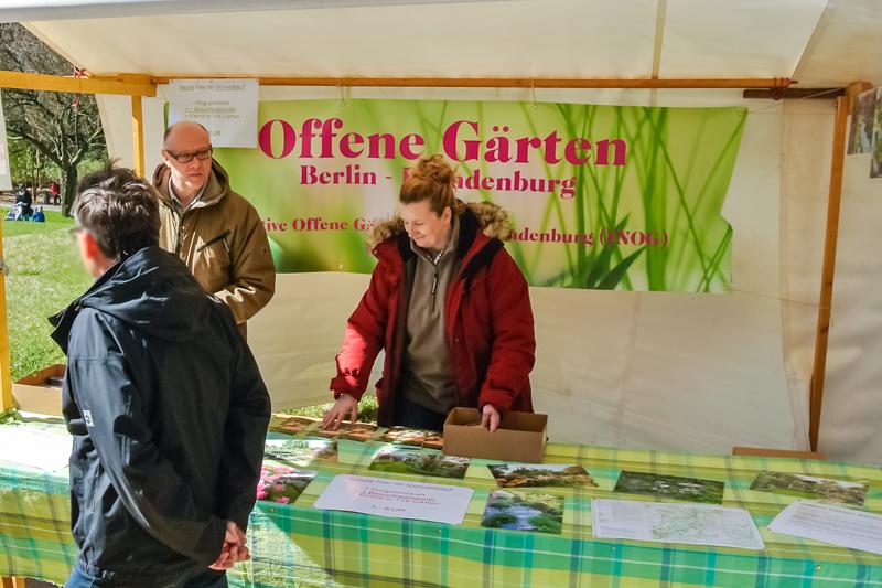 Initiative Offene Gärten Berlin-Brandenburg auf dem Berliner Staudenmarkt